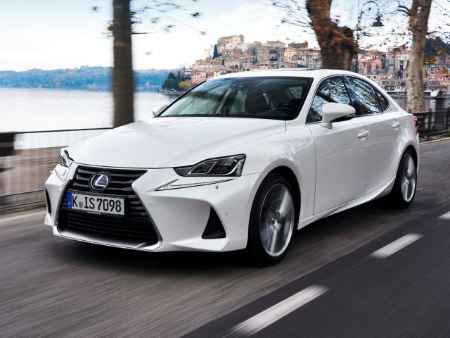 2017 Lexus IS 300h Hybrid