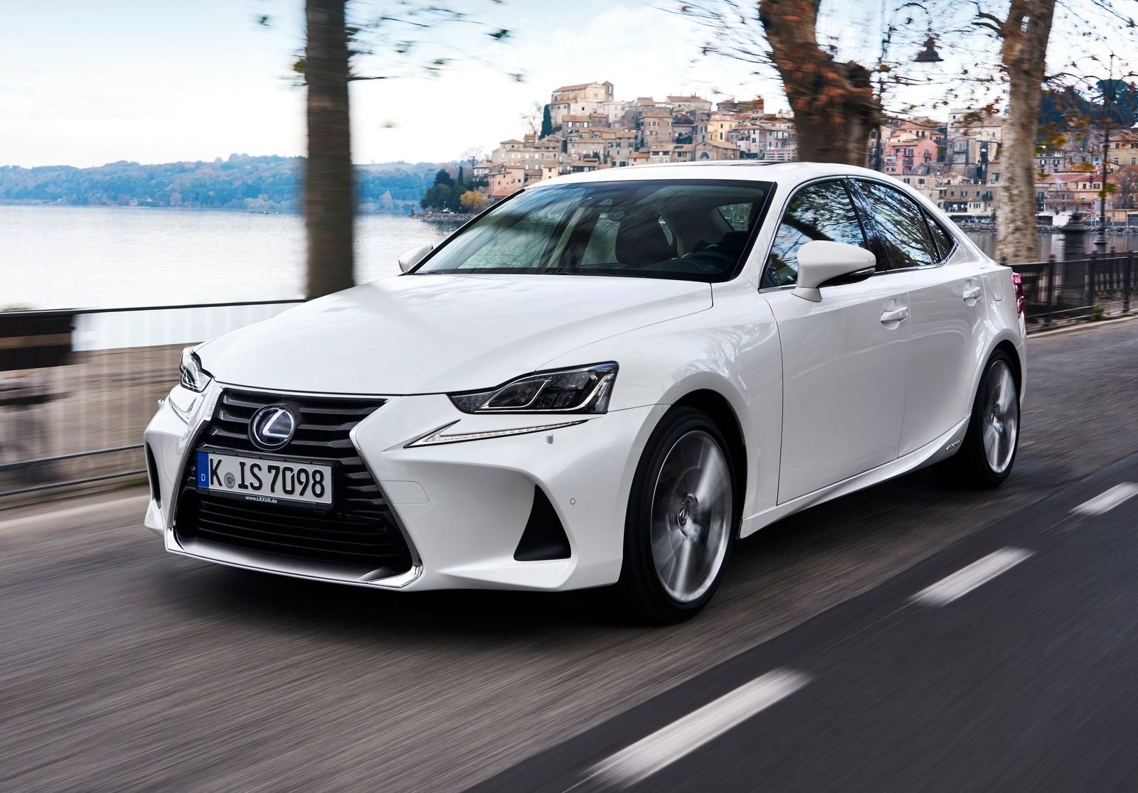 autotest vernieuwde lexus is 300h hybrid 2017. Black Bedroom Furniture Sets. Home Design Ideas