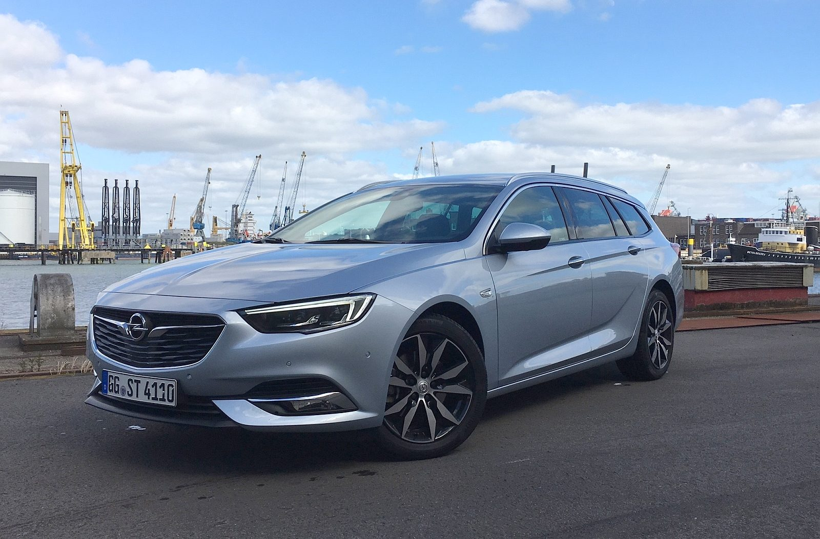autotest opel insignia sports tourer 2017. Black Bedroom Furniture Sets. Home Design Ideas