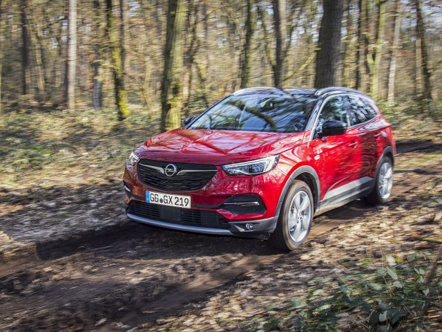 Opel Grandland X wint Off Road Award