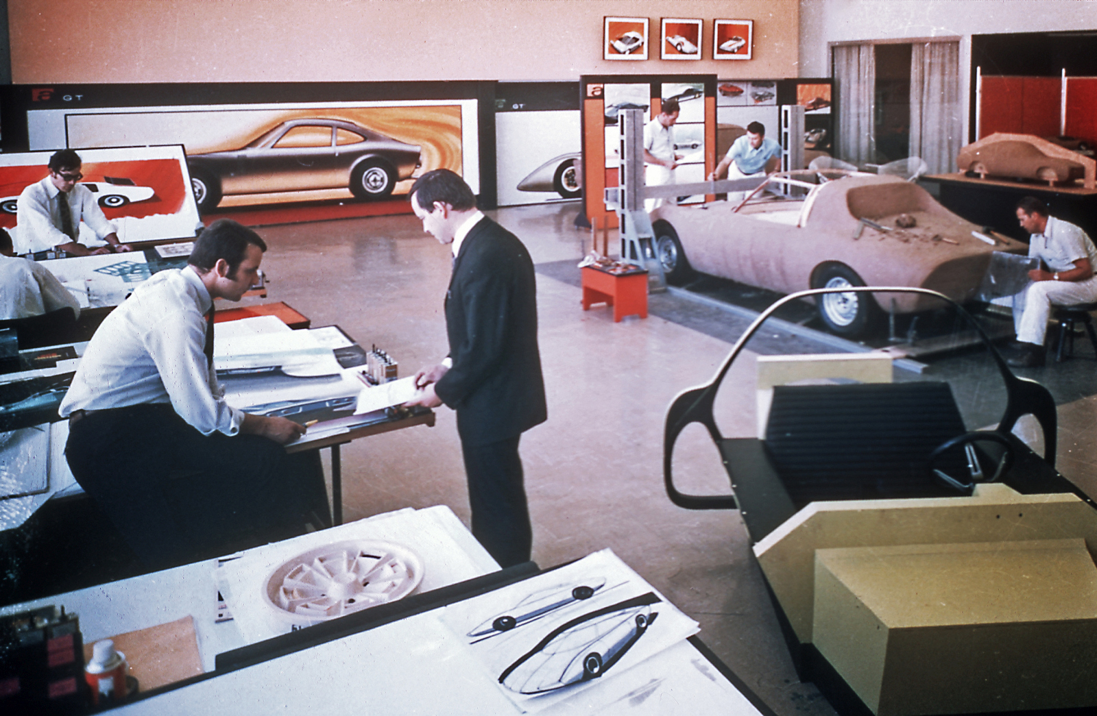 """Where visions become reality: The Rüsselsheim """"Styling Center"""" was the first design center of a carmaker in Europe in the early 1960s."""