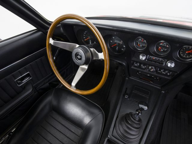 Star athlete: The interior of the Opel GT boasts bucket seats, round instruments and a three-spoke steering wheel.