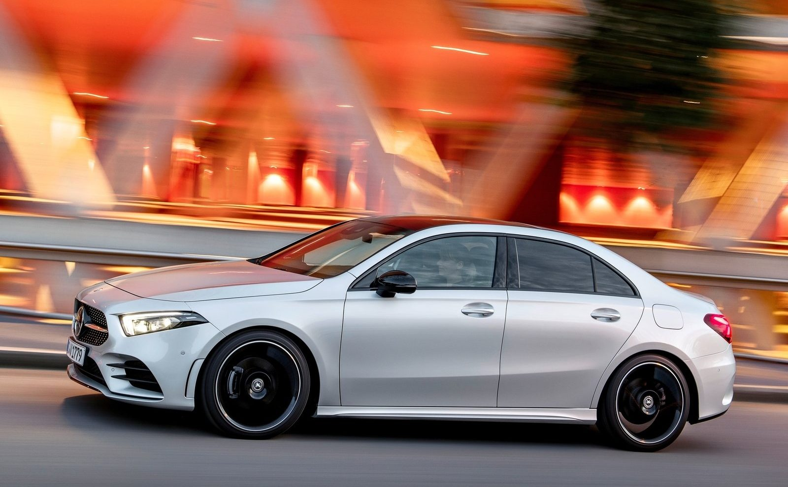 Mercedes Benz Lease >> Mercedes-Benz A-Klasse Limousine, dit is hem!