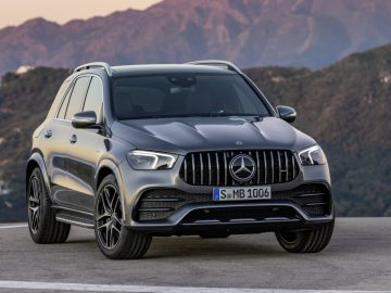 Mercedes-AMG GLE 53 4MATIC+ (2019), selenitgrau;Kraftstoffverbrauch kombiniert: 9,3 l/100 km, CO2-Emissionen kombiniert: 212 g/km*  Mercedes-AMG GLE 53 4MATIC+ (2019), selenite grey;Combined fuel consumption: 9.3 l/100 km, combined CO2 emissions: 212 g/km*