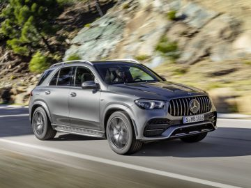 Mercedes-AMG GLE 53 4MATIC+ (2019), selenitgrau;Kraftstoffverbrauch kombiniert: 9,3 l/100 km, CO2-Emissionen kombiniert: 212 g/km*