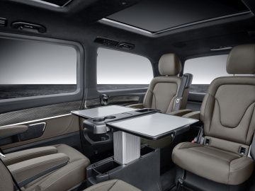 Die neue Mercedes-Benz V-Klasse – Interieur, Ausstattunslinie EXCLUSIVE, Leder Nappa Tartufo, Zierelement in Doppelstreifen-Optik   The new Mercedes-Benz V-Class – Interior, design and equipment line EXCLUSIVE, Tartufo Nappa leather, Trim element in twin-strip look