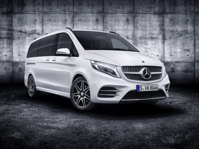 Die neue Mercedes-Benz V-Klasse – Exterieur, AMG Line, Bergkristallweiß metallic   The new Mercedes-Benz V-Class – Exterior, AMG Line, Mountain crystal white metallic