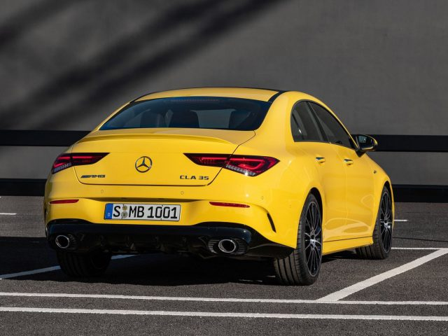 Mercedes-Benz-CLA 35 AMG 4Matic