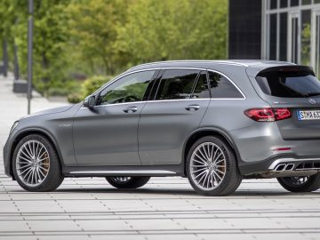 Mercedes-AMG GLC 63 S 4MATIC+ ,designo selenitgrau magno, AMG Leder Nappa zweifarbig magmagrau/schwarz // Mercedes-AMG GLC 63 S 4MATIC+ ,designo selenite grey, AMG nappa leather two-tone magma grey/black   Kraftstoffverbrauch kombiniert: 12,4 l/100 km; CO2-Emissionen kombiniert: 283 g/km // Fuel consumption combined: 12.4 l/100 km; combined CO2 emissions: 283 g/km