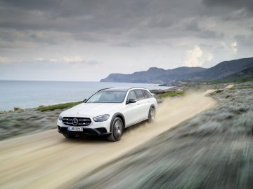 Mercedes-Benz E-Klasse All-Terrain, 2020, Outdoor, Exterieur: designo daimantweiß bright, Line Avantgarde, Night Paket// Mercedes-Benz E-Class All-Terrain, 2020, Outdoor, exterior: designo diamond white bright, Line Avantgarde, night package