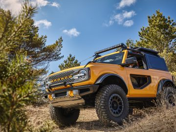 Trail sights on the front fenders serve as tie-downs, reminiscent of the first-generation Bronco. (Aftermarket accessories shown not available for sale. Prototype not representative of production vehicle.)
