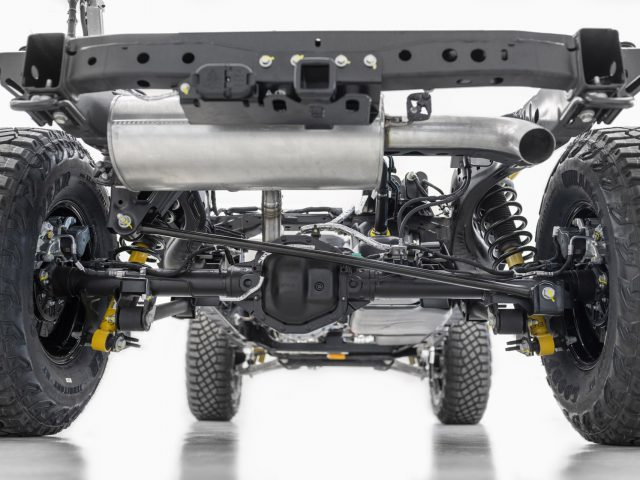2021 Bronco rear chassis with five-link solid axle, available Bilstein coil-over shock absorbers and M220 Dana 44 differential with electronic locking.