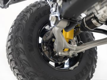 Closeup of the 2021 Bronco independent front suspension featuring forged aluminum alloy lower A-arm.
