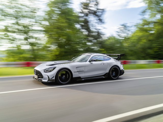 Mercedes-AMG GT Black Series (Kraftstoffverbrauch kombiniert: 12,8 l/100 km, CO2-Emissionen kombiniert: 292 g/km), 2020, Exterieur, Landstrasse, dynamisch, Seite, hightechsilber // Mercedes-AMG GT Black Series (combined fuel consumption: 12,8 l/100 km, combined CO2 emissions: 292 g/km), 2020, exterieur, public road, dynamic, side, hightechsilver