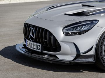 Mercedes-AMG GT Black Series (Kraftstoffverbrauch kombiniert: 12,8 l/100 km, CO2-Emissionen kombiniert: 292 g/km), 2020, Exterieur, Front, Front-Diffusor, Aerodynamik, hightechsilber // Mercedes-AMG GT Black Series (combined fuel consumption: 12,8 l/100 km, combined CO2 emissions: 292 g/km), 2020, Exterieur, front, front diffusor, aerodynamics, hightechsilver