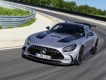 Mercedes-AMG GT Black Series (Kraftstoffverbrauch kombiniert: 12,8 l/100 km, CO2-Emissionen kombiniert: 292 g/km), 2020, Exterieur, Landstrasse, dynamisch, Front, Seite, Frontdiffusor, hightechsilber // Mercedes-AMG GT Black Series (combined fuel consumption: 12,8 l/100 km, combined CO2 emissions: 292 g/km), 2020, exterieur, public road, dynamic, front, side, front diffusor, hightechsilver