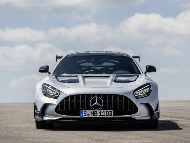 Mercedes-AMG GT Black Series (Kraftstoffverbrauch kombiniert: 12,8 l/100 km, CO2-Emissionen kombiniert: 292 g/km), 2020, Exterieur, Front, Frontdiffusor, Kühlergrill, Seite, hightechsilber // Mercedes-AMG GT Black Series (combined fuel consumption: 12,8 l/100 km, combined CO2 emissions: 292 g/km), 2020, Exterieur, front, front diffusor, radiator grille, side, hightechsilver