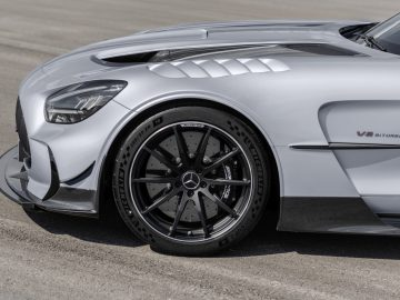 Mercedes-AMG GT Black Series (Kraftstoffverbrauch kombiniert: 12,8 l/100 km, CO2-Emissionen kombiniert: 292 g/km), 2020, Exterieur, Seite, Räder, Aerodynamik, hightechsilber // Mercedes-AMG GT Black Series (combined fuel consumption: 12,8 l/100 km, combined CO2 emissions: 292 g/km), 2020, Exterieur, side, wheels, aerodynamics, hightechsilver